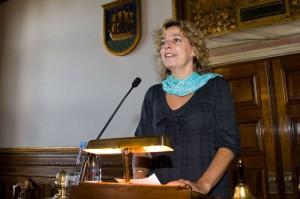 Christine Antorini holder tale ved Dansk Skoleskaks 50 års jubilæumsfest på Københavns Rådhus